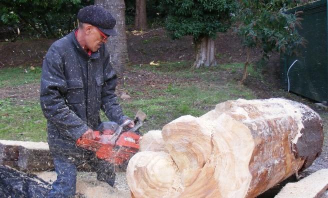 Javier Diaz working on one of his sculptures