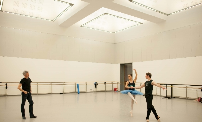 Chris and Sophie warm up, under the watchful eye of Scottish Ballet artistic director Christopher Hampson. Photo by Upfront Photography