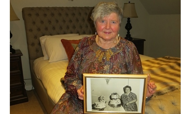 Joan Baird with a photo of her mum with one of her wedding cakes