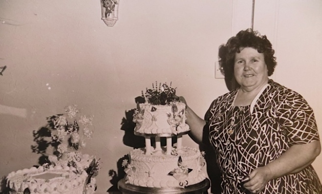 Mrs Thompson with two of the 2,000 wedding cakes she baked in her lifetime