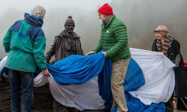 The statue is unveiled by Jimmie MacGregor, Cameron McNeish and Rhona Weir. Photo by Paul Saunders Photography