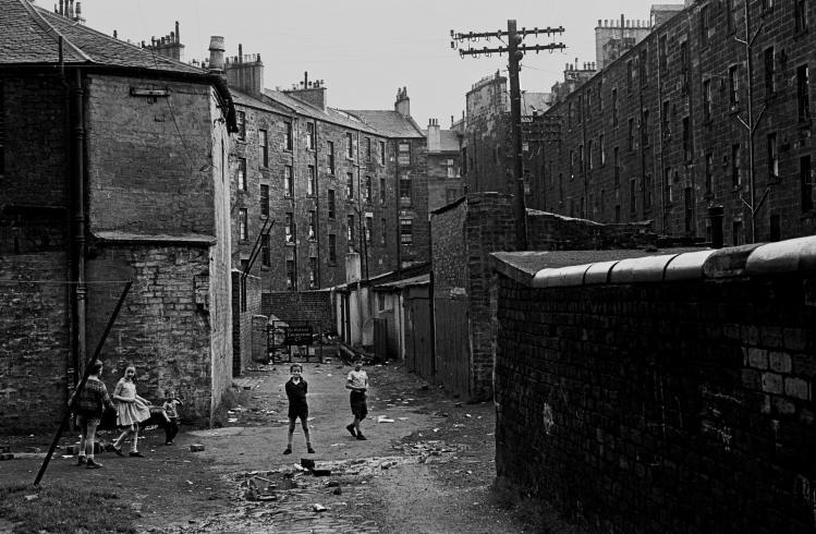A glimpse into tenement lives of former Scottish slums at Make Life Worth Living.
