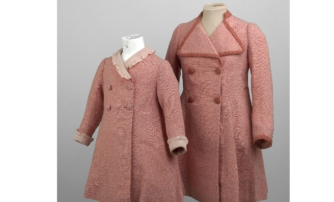 Pink coats worn by Princess Elizabeth and Princess Margaret on a an official visit to Holyroodhouse with their parents. Royal Collection Trust / © Her Majesty Queen Elizabeth II 2016