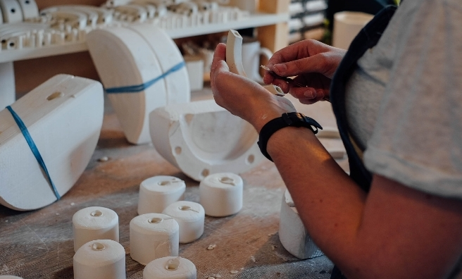 Beth Lamont is a ceramic jewellery and accessories designer/maker who set up her Leith studio in 2014.