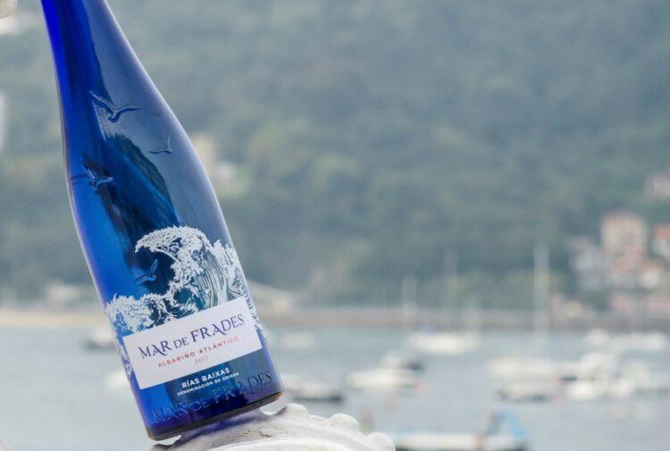 Mar de Frades blue bottle
