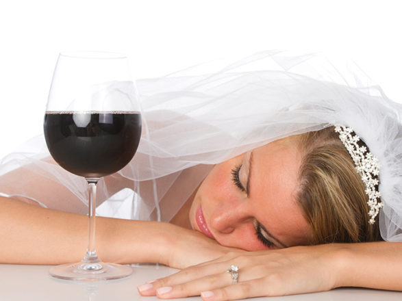 Featured Image for How to pace your drinks on your wedding day