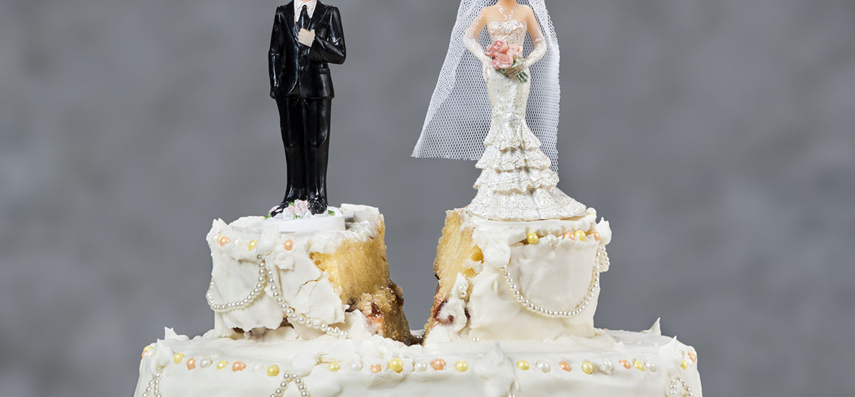 Featured Image for Devine Bride: A different take on cutting the cake