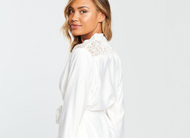 Featured Image for 14 stylish bride and bridesmaids dressing gowns for the wedding morning 2019