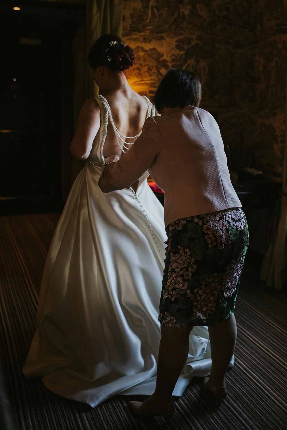 getting ready - Iris Art Photography at Prestonfield House wedding