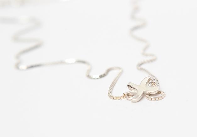 kiss pendant