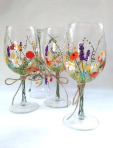 Aberdeen cafe to host wine glass painting class