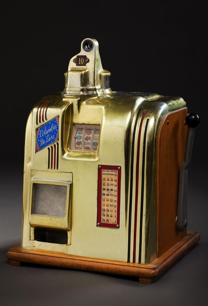 Vintage slot machine (Eric Jamison / Studio J)