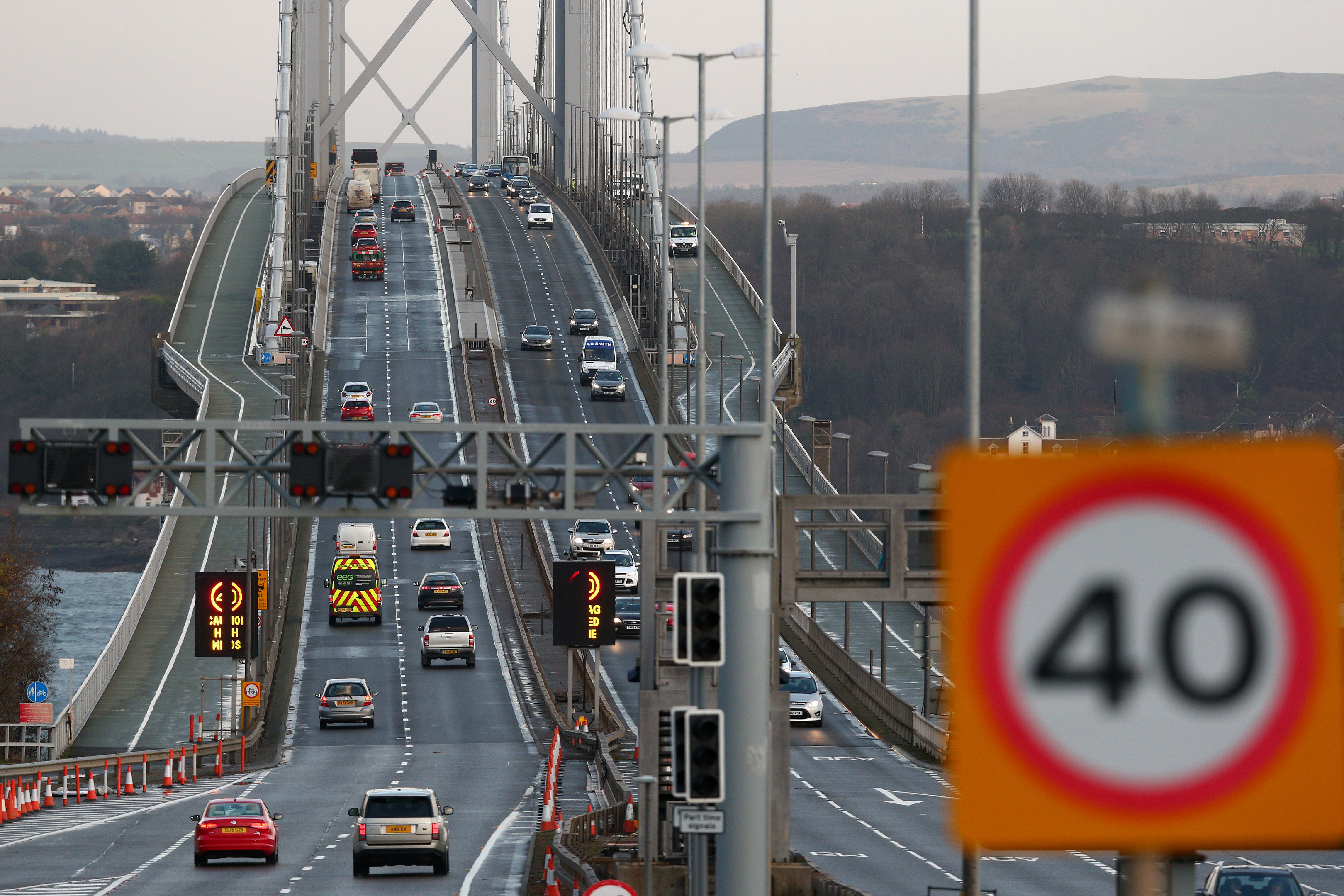 Traffic returns to the Forth Road Bridge (Mark Runnacles/Getty Images)