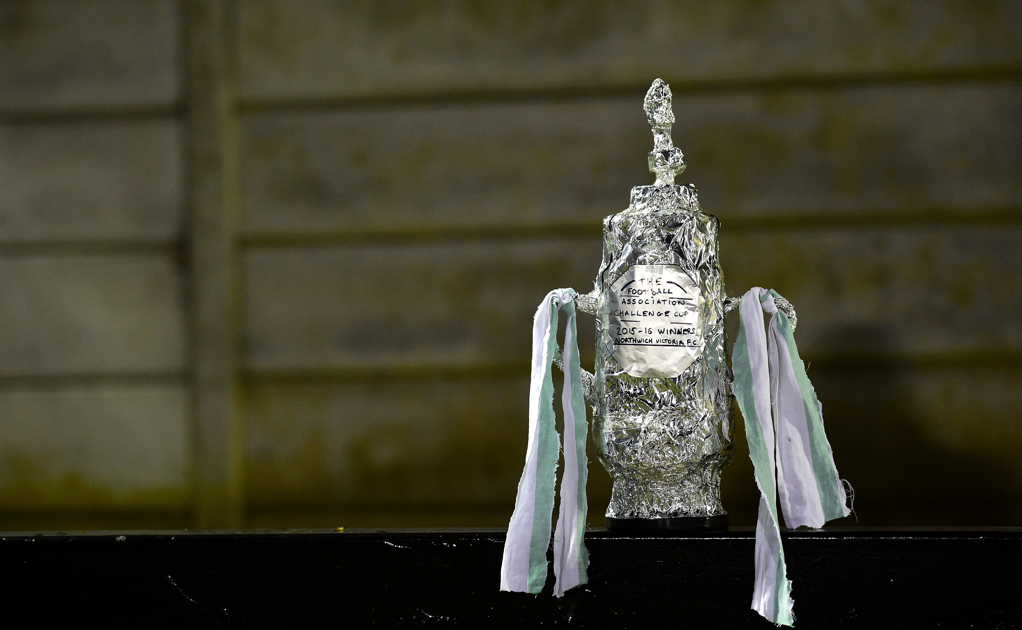 A fan-made tinfoil replica of the famous trophy (Dan Mullan/Getty Images)