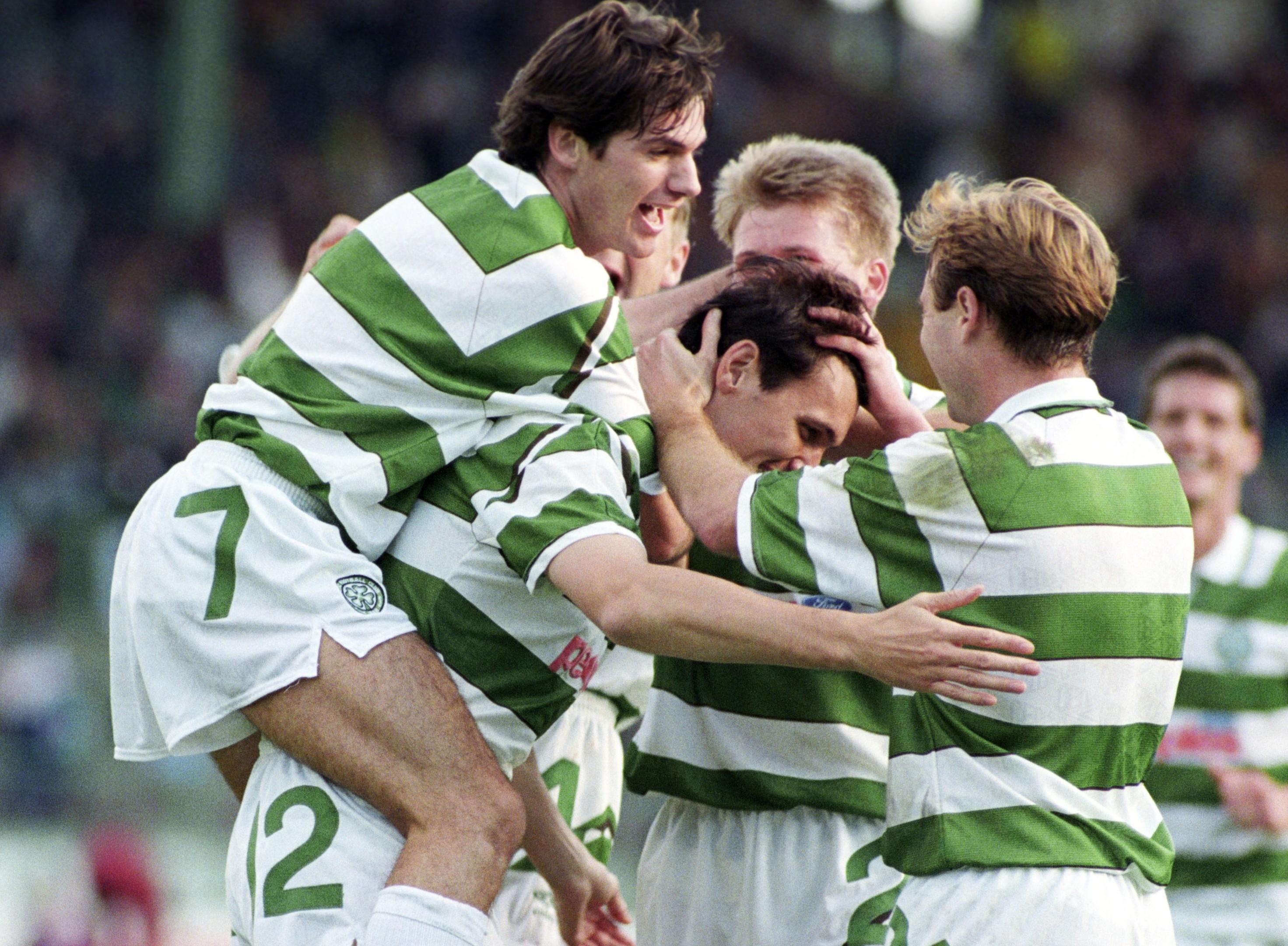 Tony Cascarino with Celtic teammates, 1991 (SNS Group)
