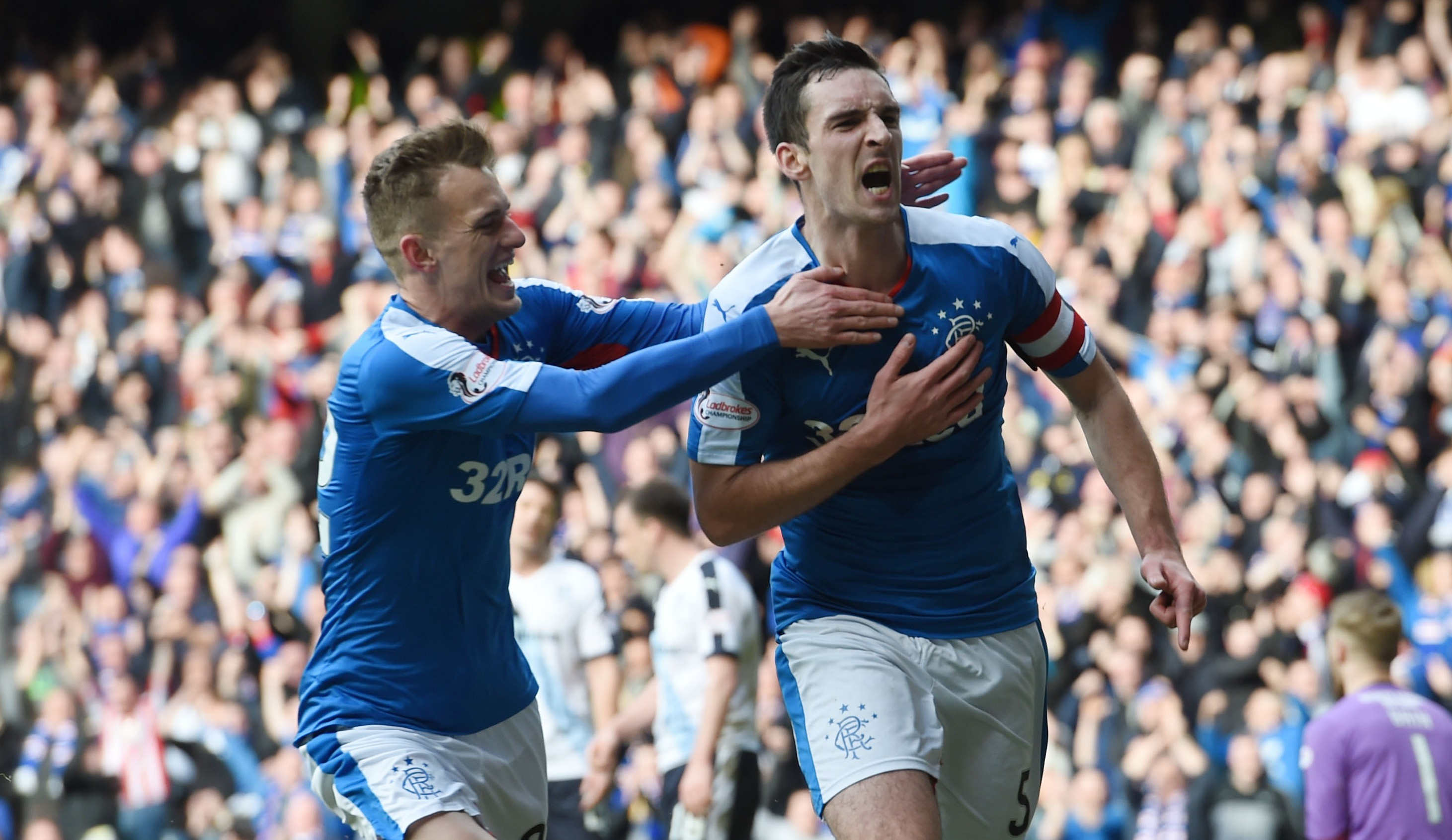 Lee Wallace celebrates putting Rangers 4-0 up against Dundee (SNS Group / Rob Casey)