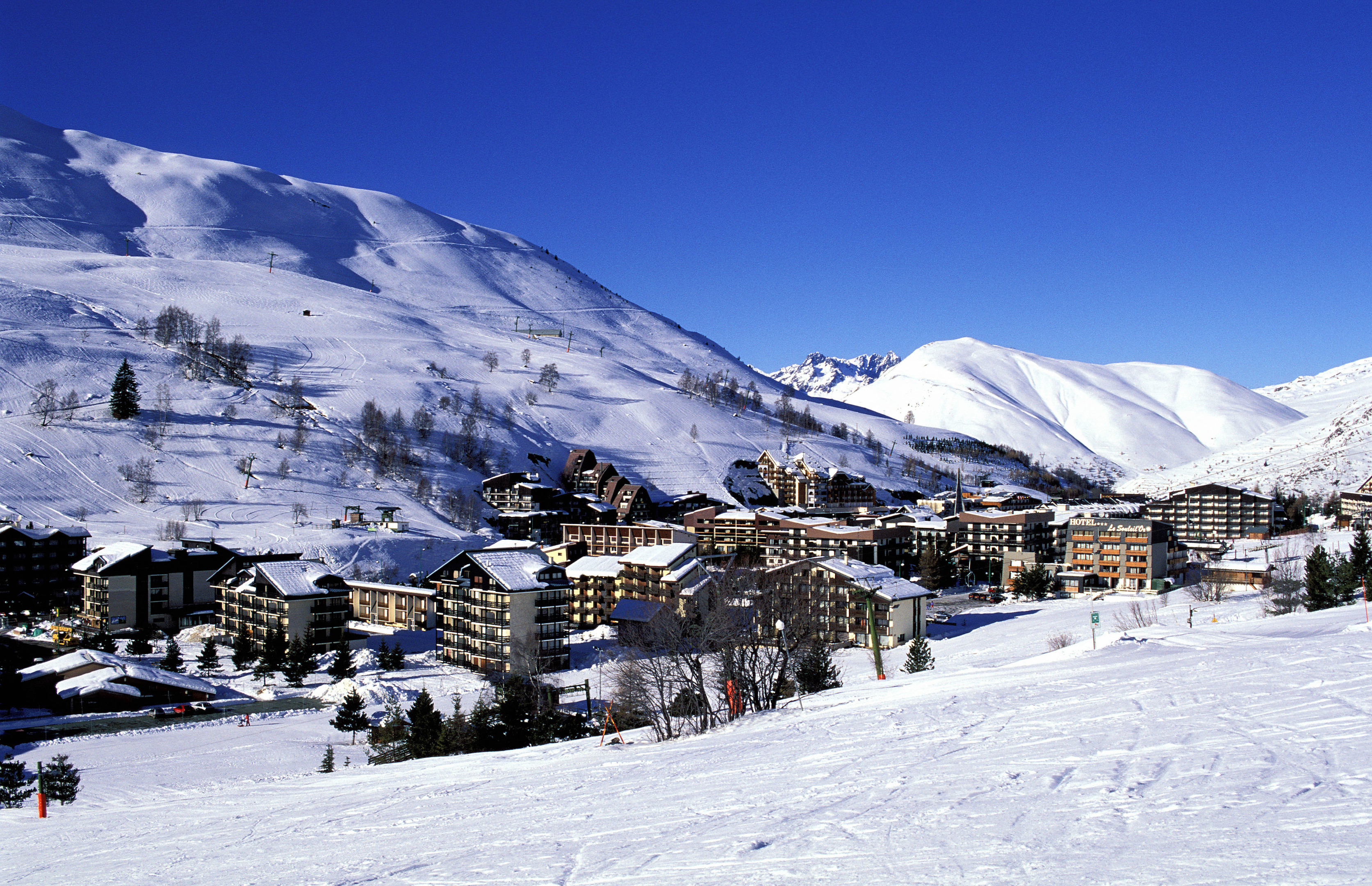France, Isere, Les Deux Alpes ski resort in the heart of the Oisans massif (Alamy Stock Photo)