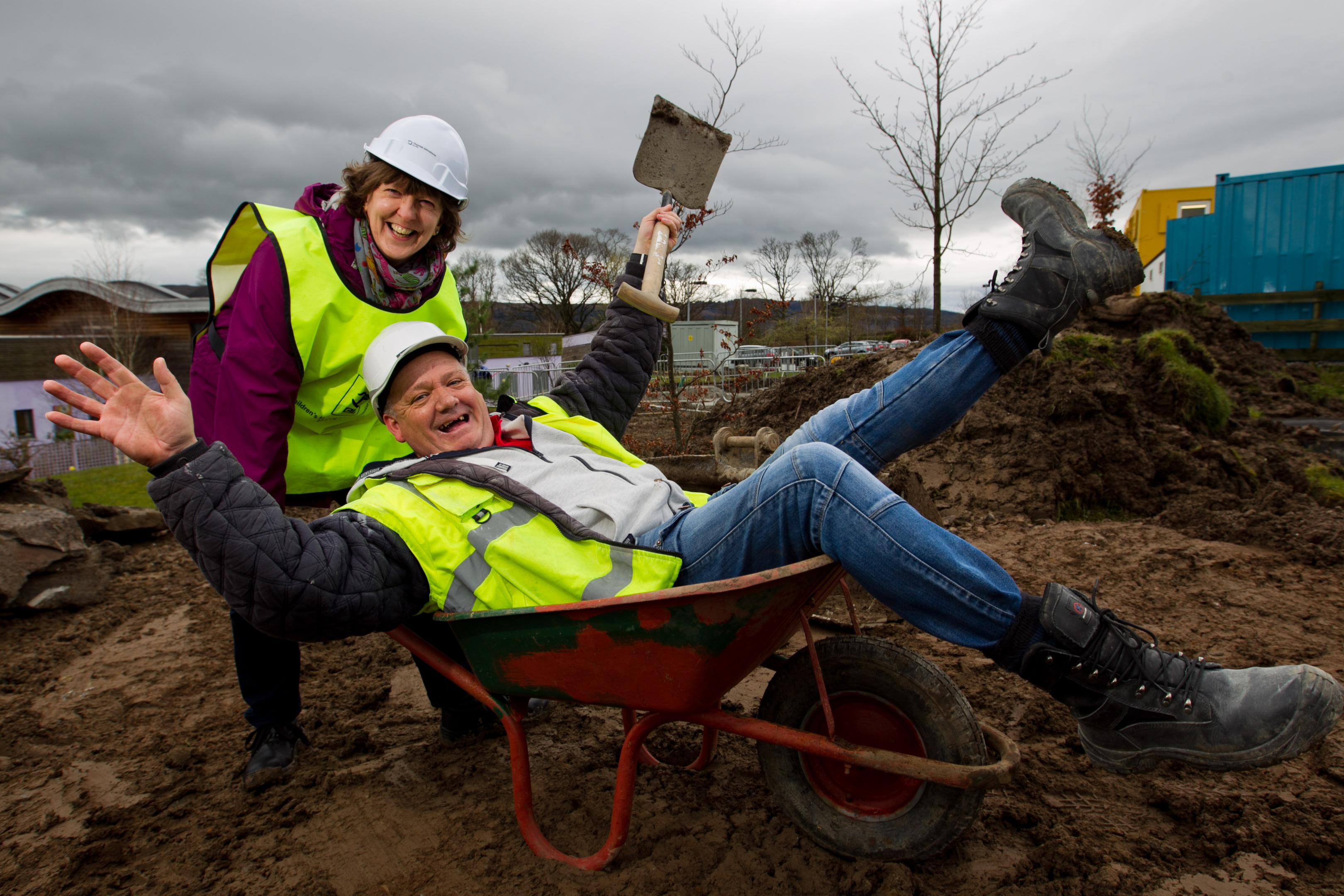 Yvonne Caie (clinical nurse manager) with site manager Billy (Andrew Cawley/DC Thomson)
