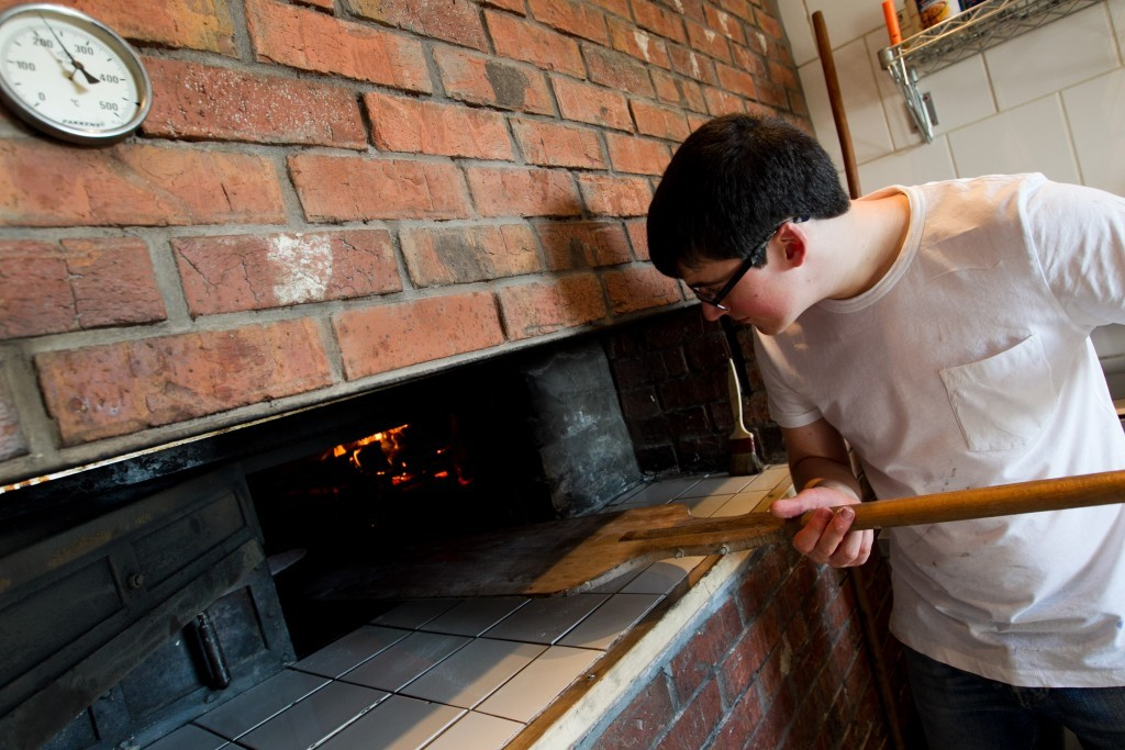 The chef making a haggis and cheese flatbread wrap (Andrew Cawley / DC Thomson)