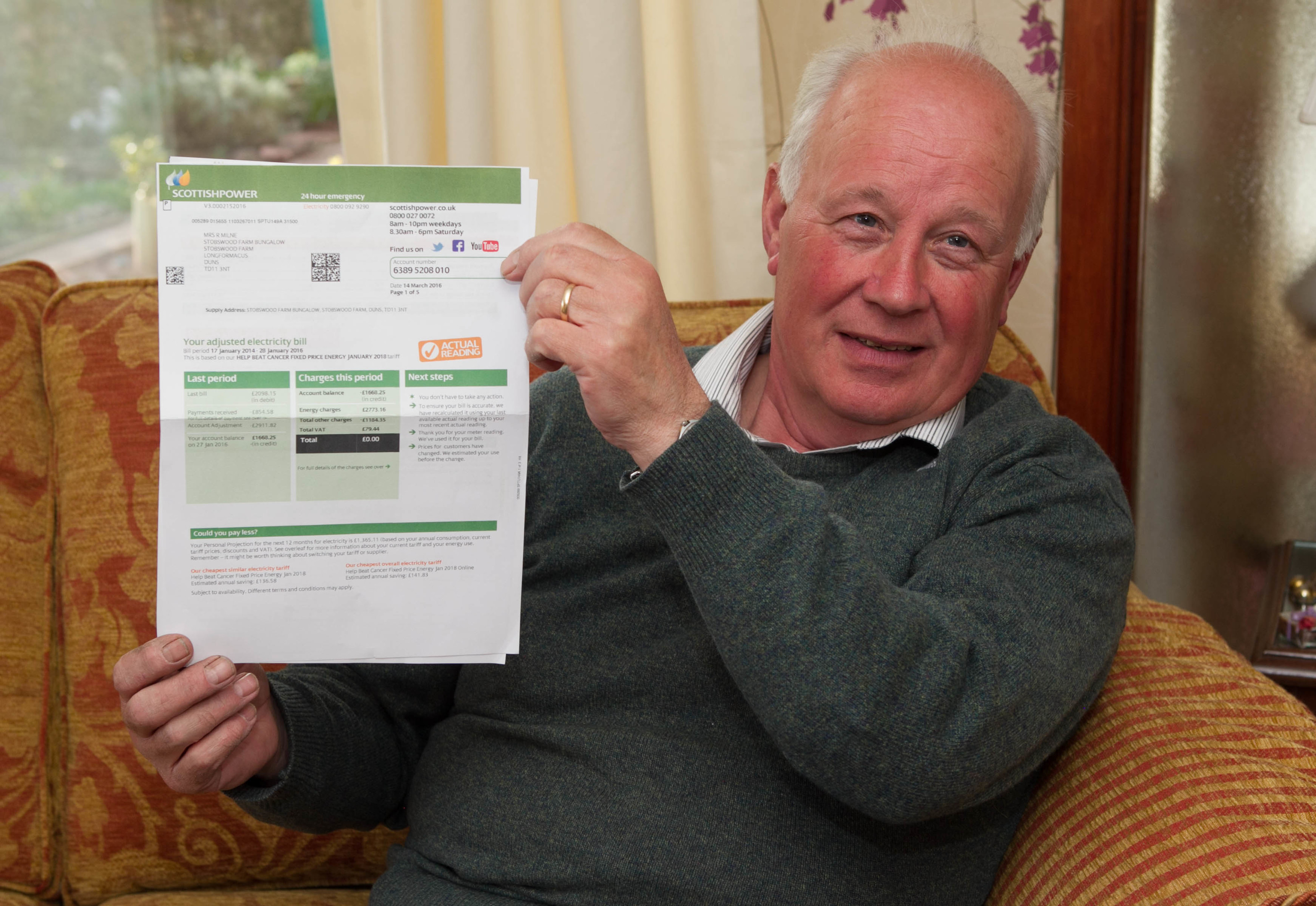 Les had problems with his Scottish Power bill but thanks to Raw Deal its been sorted (C Austin/ DC Thomson)