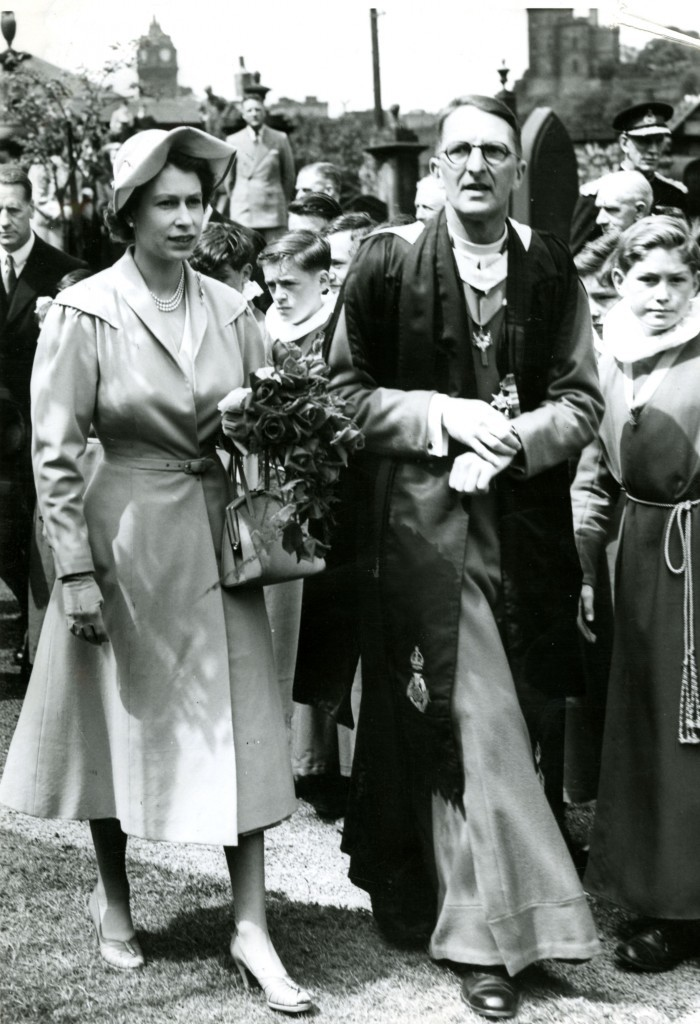 Surrounded by crowds of well-wishers in Edinburgh in 1952 (DC Thomson)