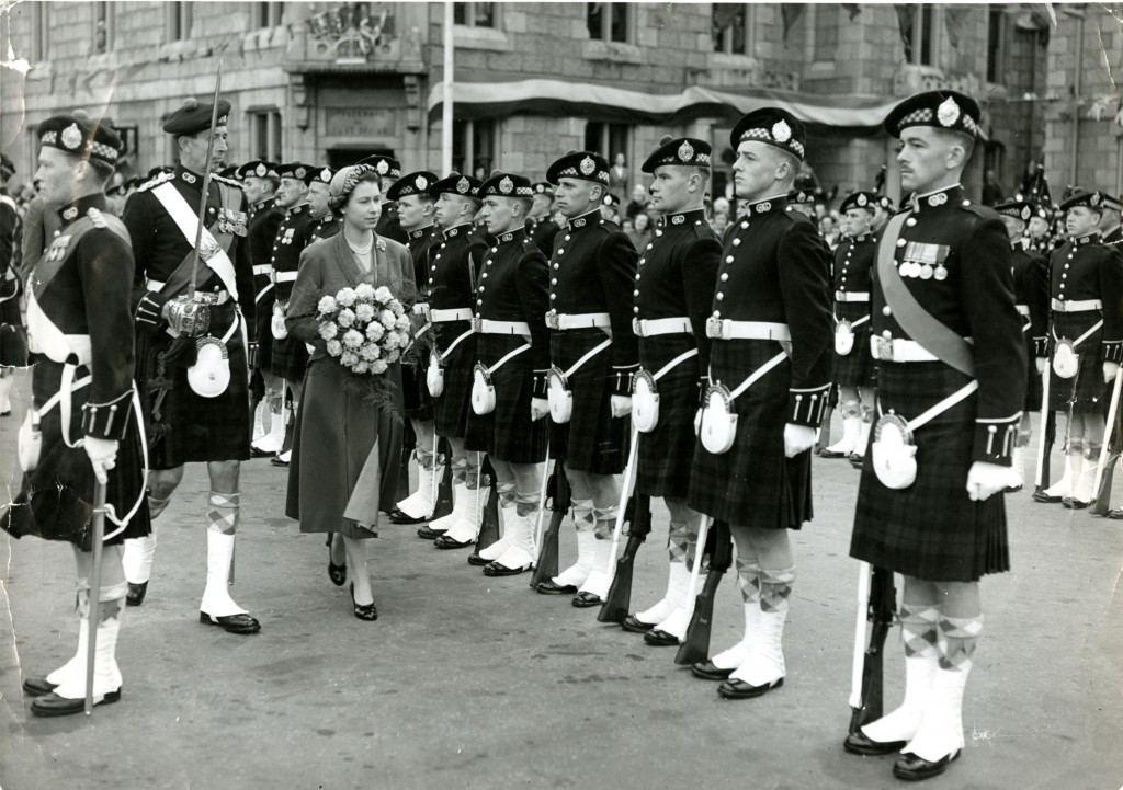 Queen Elizabeth II inspecting the guard of honour of Argyll and Sutherland Highlanders outside Ballater Station (DC Thomson)