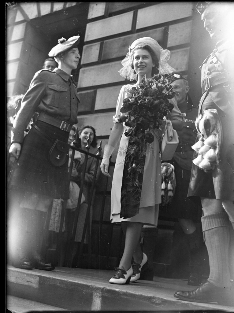 ooking happy and fresh-faced, Princess Elizabeth carries a beautiful bouquet of flowers in Edinburgh in 1947 (DC Thomson)