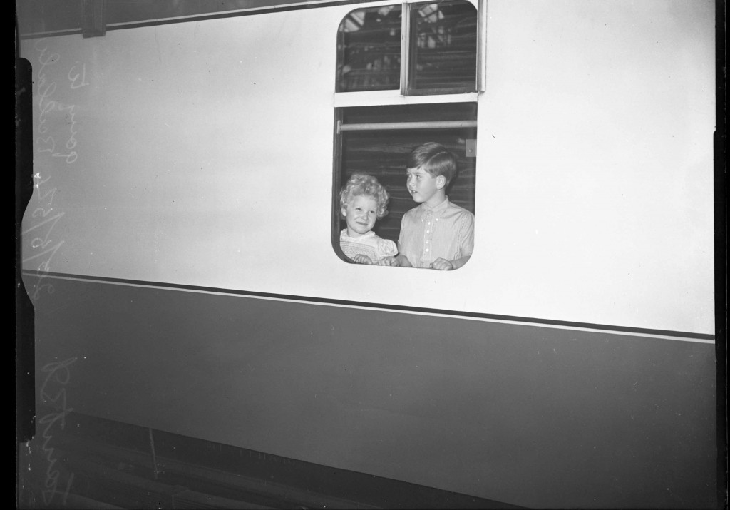 Princess Anne and Prince Charles on the train to Scotland (DC Thomson)