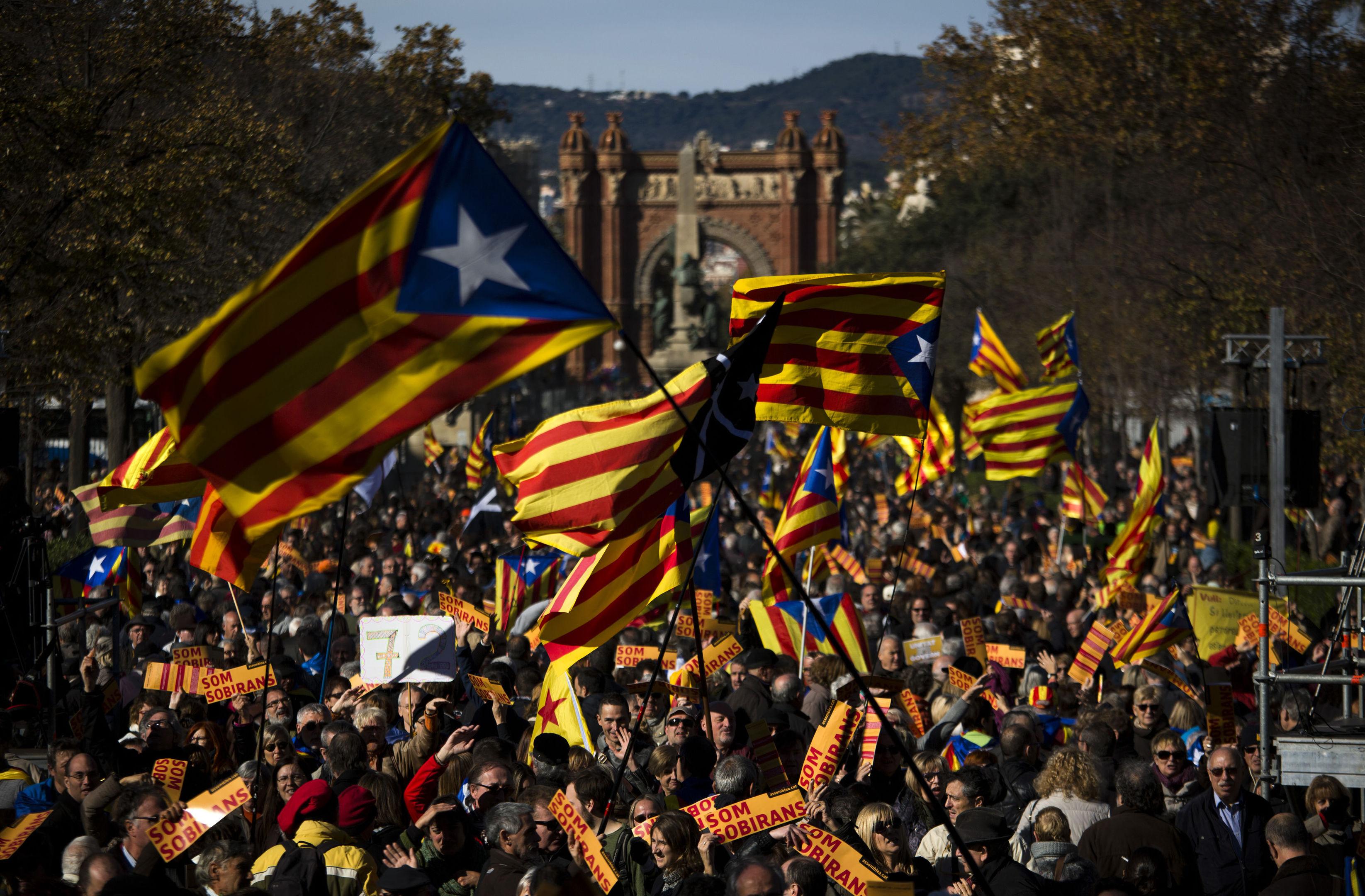 "Pro Independence demonstrators wave ""esteladas"" or pro independence flags, during demonstrations (AP Photo/Emilio Morenatti)1"
