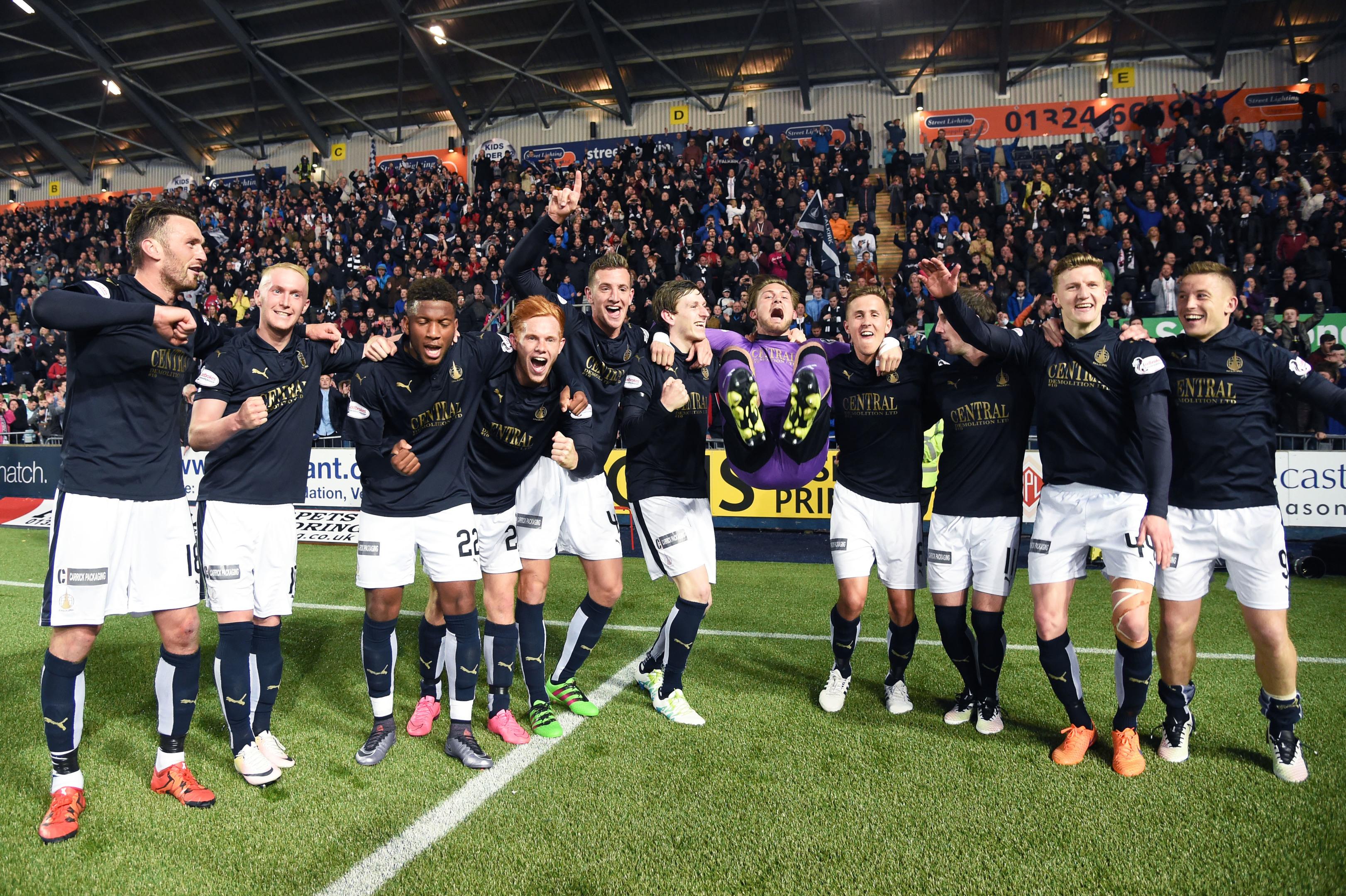 Falkirk celebrate at full time (SNS Group)