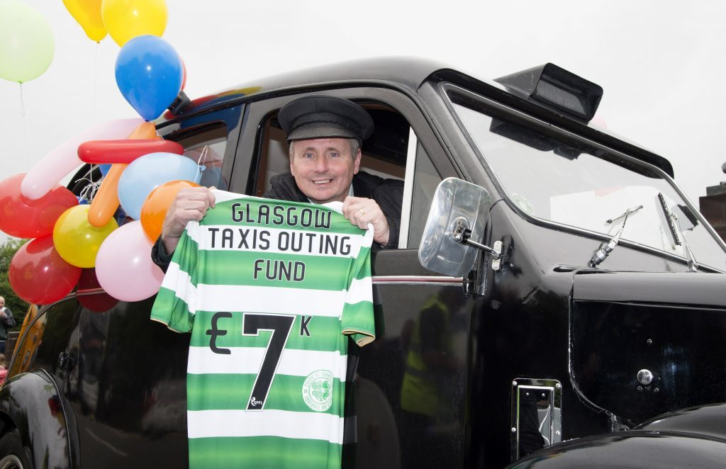 Celtic legend Tom Boyd is on hand at the Glasgow Taxi Outing's 71st Annual Children's trip to Troon  (SNS Group / Ross Parker)