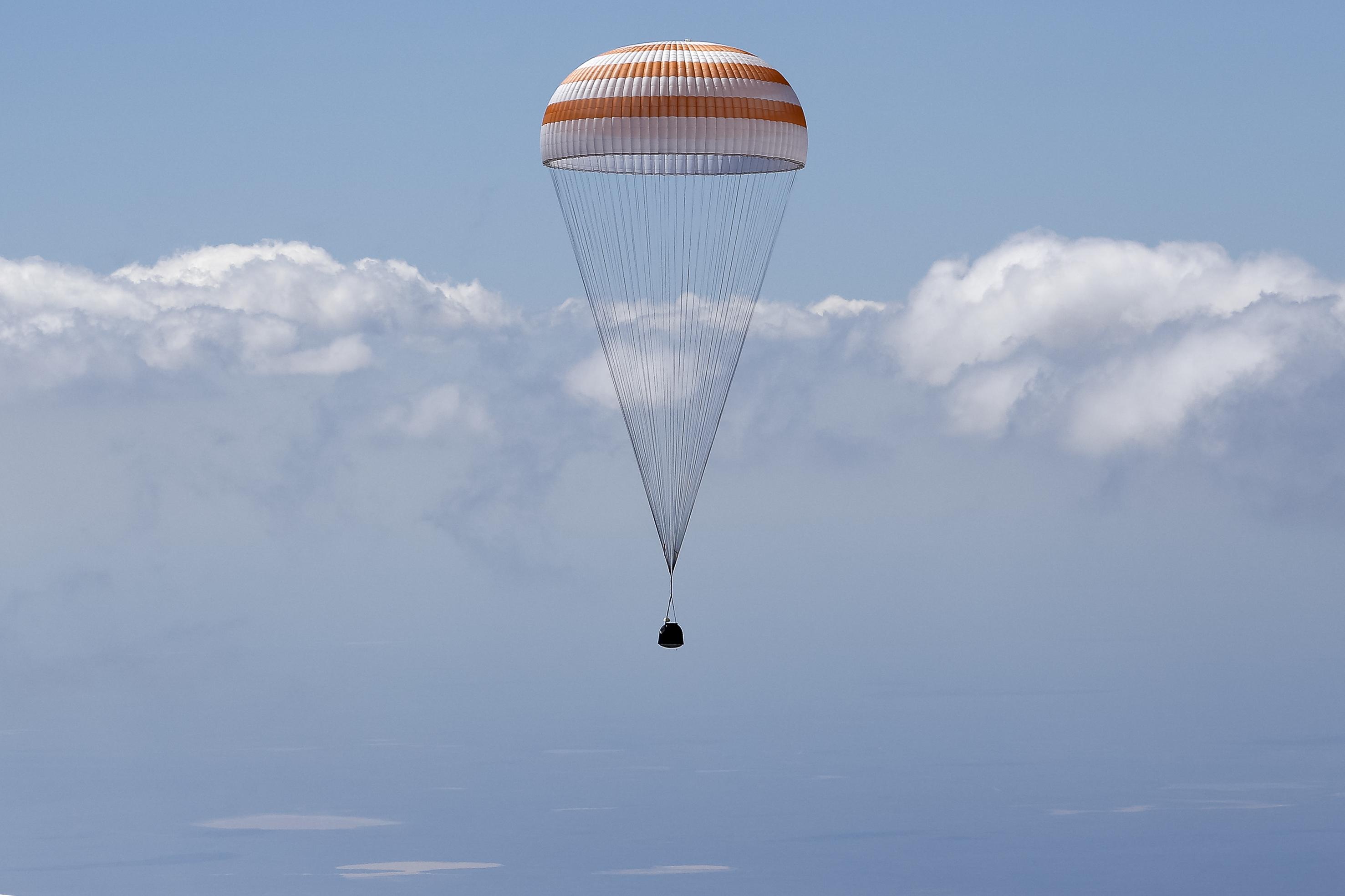 The Soyuz TMA-19M capsule carrying Tim Peake of the European Space Agencyand his crewmates (Shamil Zhumatov/Pool Photo via AP)