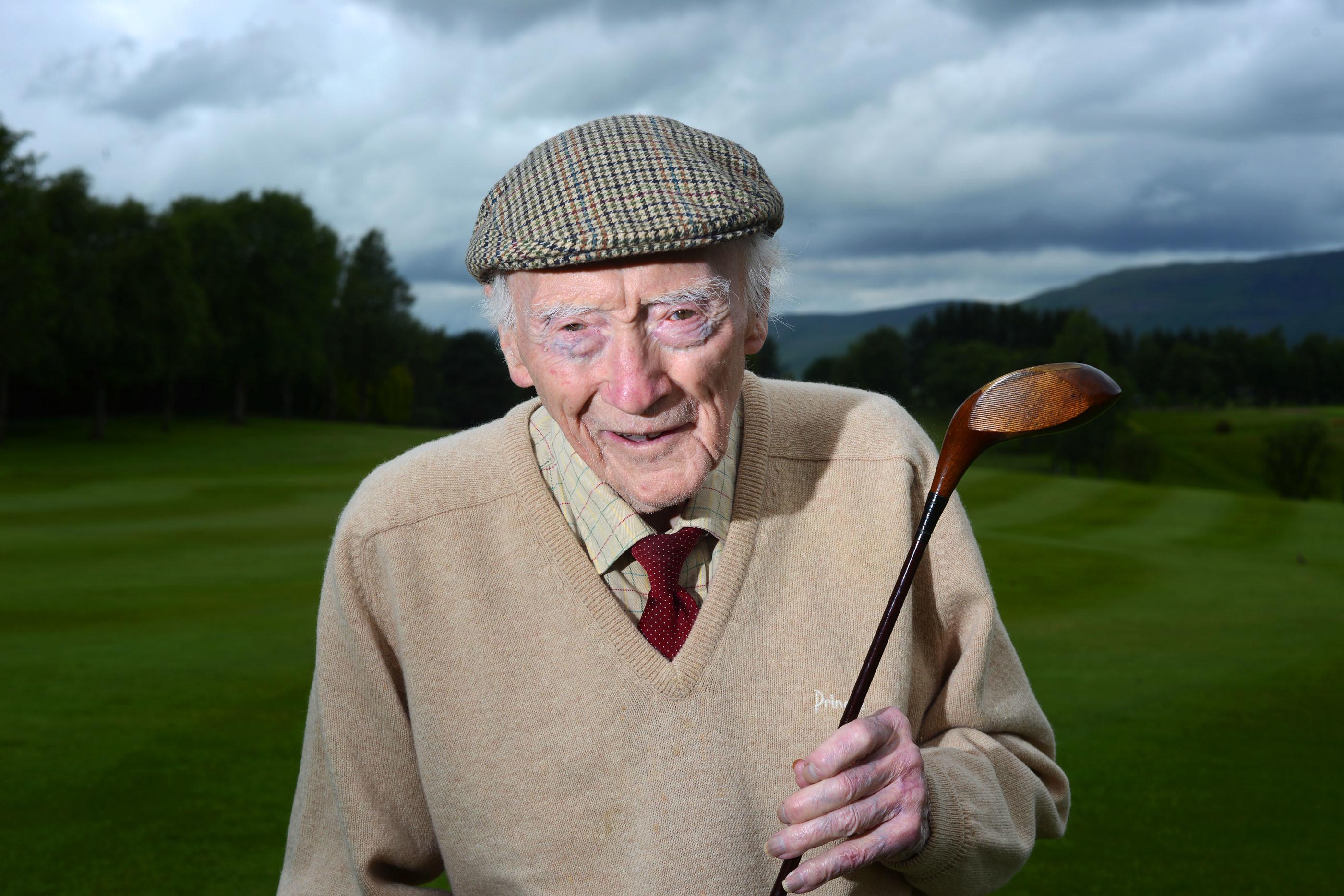 Willie Cuthbert, aged 102, from Kirkintilloch (SWNS / Stuart Maxwell)