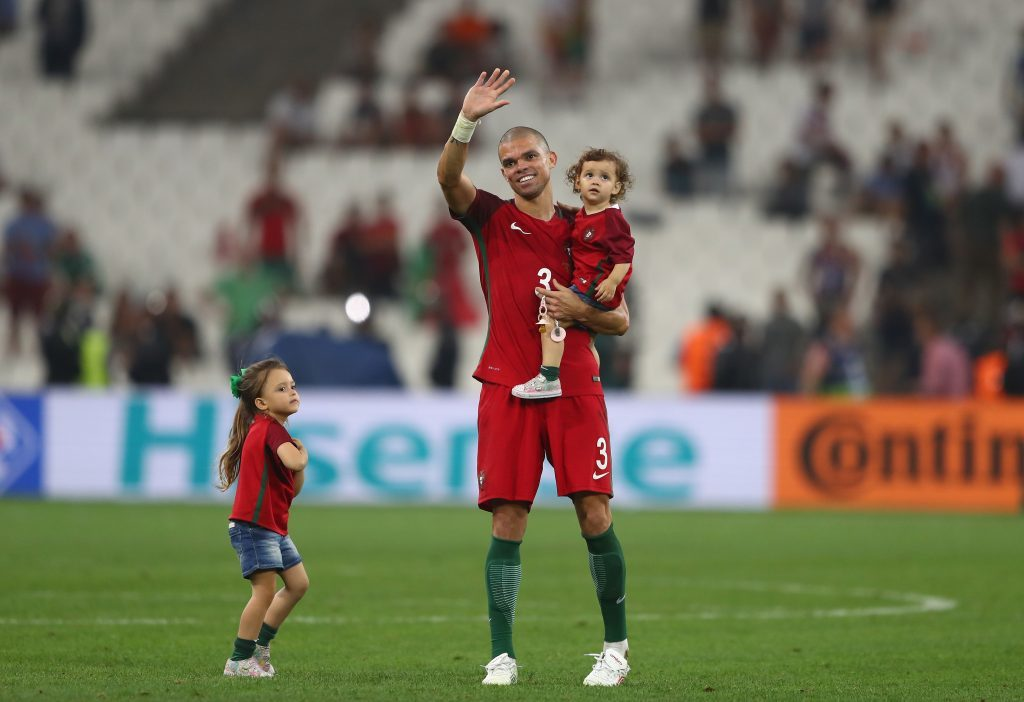 Pepe celebrates his team's win with his daughters (Lars Baron/Getty Images)