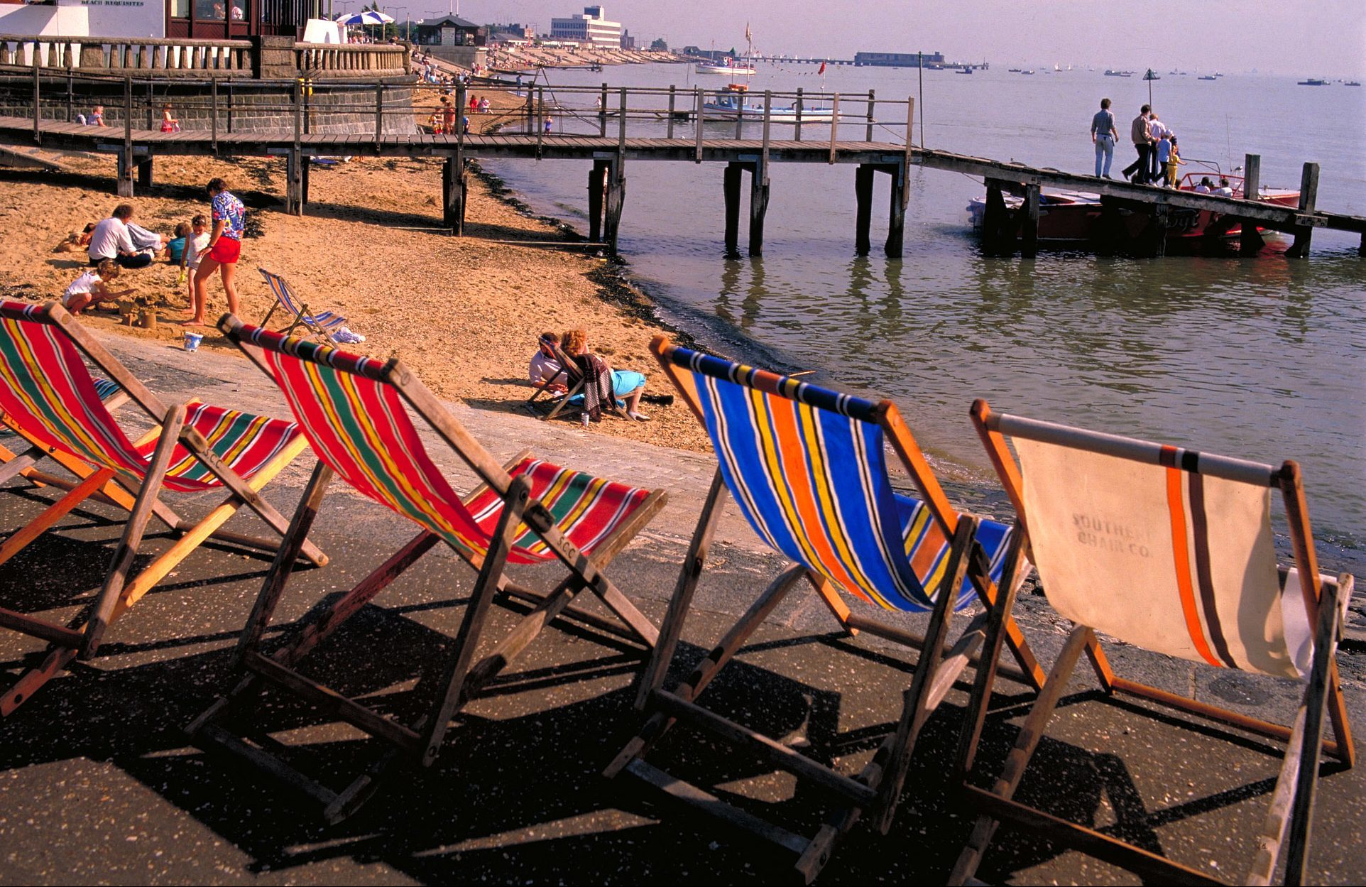 Deckchairs on the Southend seafront (britainonview.com)