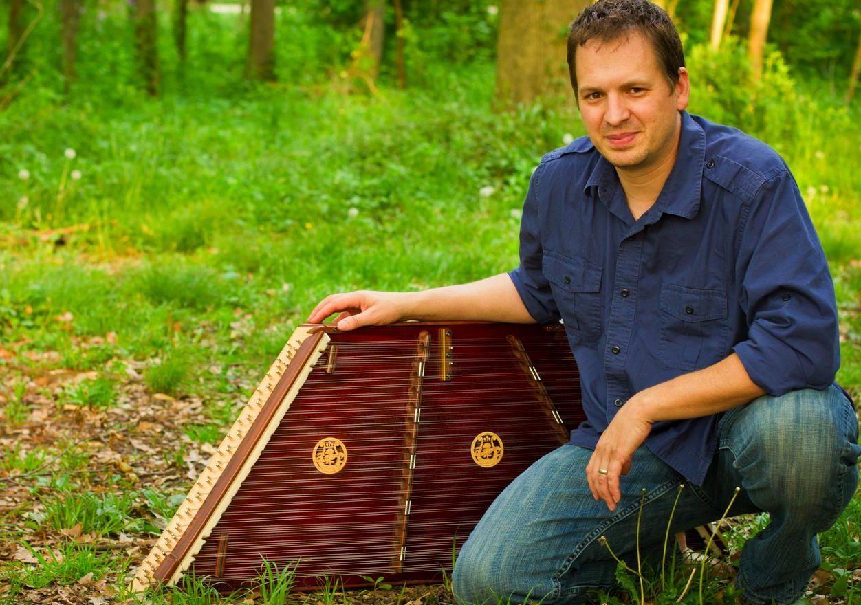 Folk musician Ted with a hammered dulcimer (TedYoder.com)