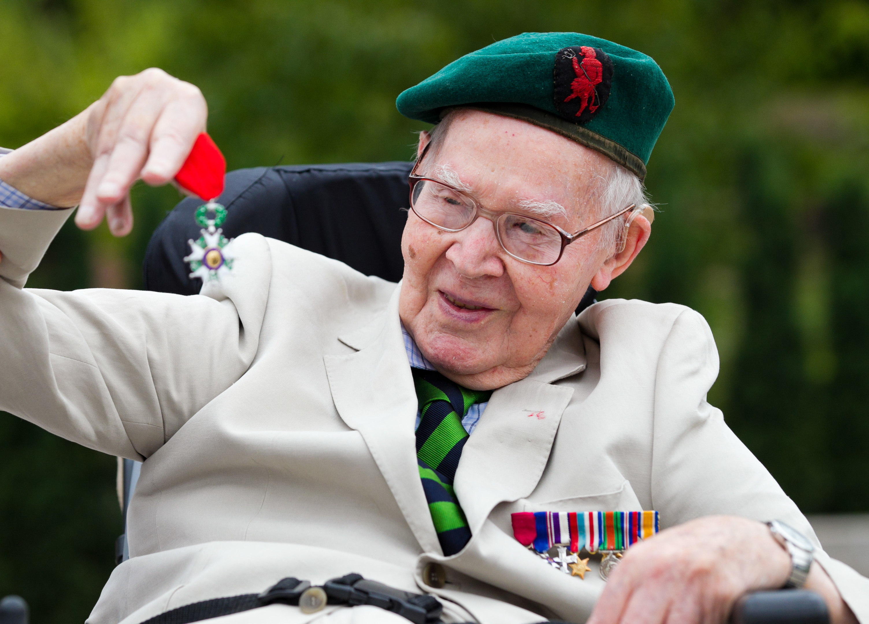 WWII veteran Angus Mitchell being awarded the Légion d'Honneur (Andrew Cawley/DC Thomson)