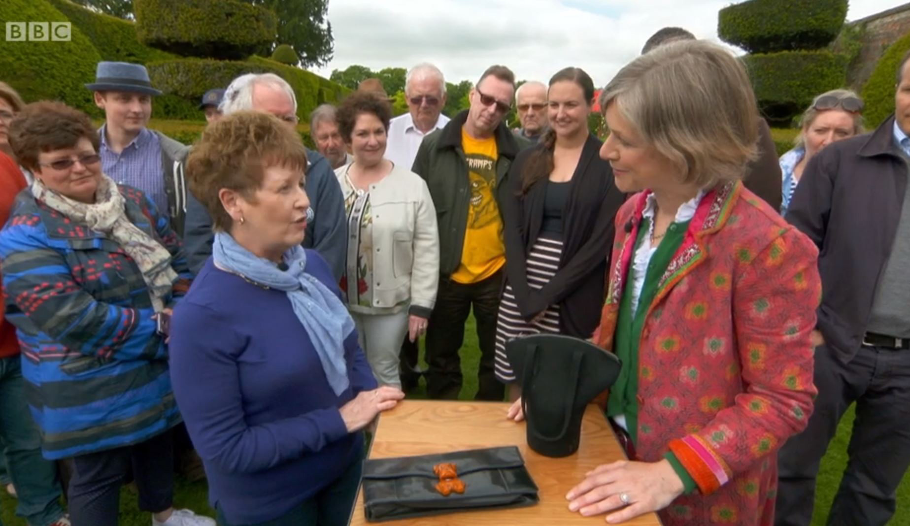 Antiques Roadshow has been blasted by health watchdogs after it highlighted a dangerous World War Two gas mask containing cancer-causing asbestos (BBC)