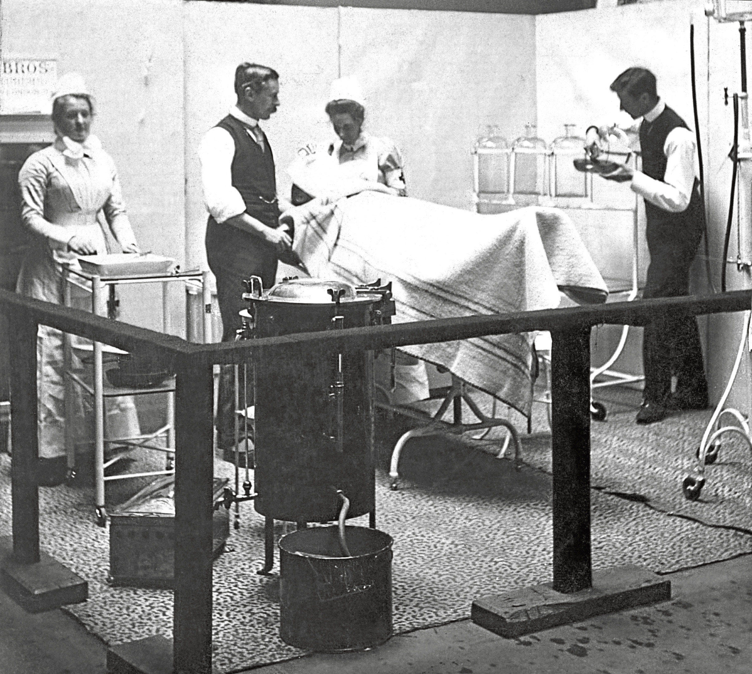 circa 1890: A model of a patient undergoing surgery in a late Victorian era operating theatre. Spencer's Gold Medal Services (Photo by Hulton Archive/Getty Images)