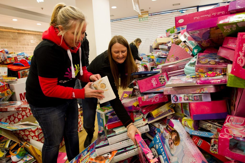 Volunteers at the Gyle Shoping Centre, Edinburgh. (Andrew Cawley / DC Thomson)