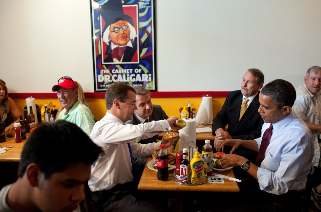 President Barack Obama and Russian President Dmitry Medvedev have lunch at Ray's Hell Burger in Arlington, Va., June 24, 2010. (Official White House Photo by Pete Souza)