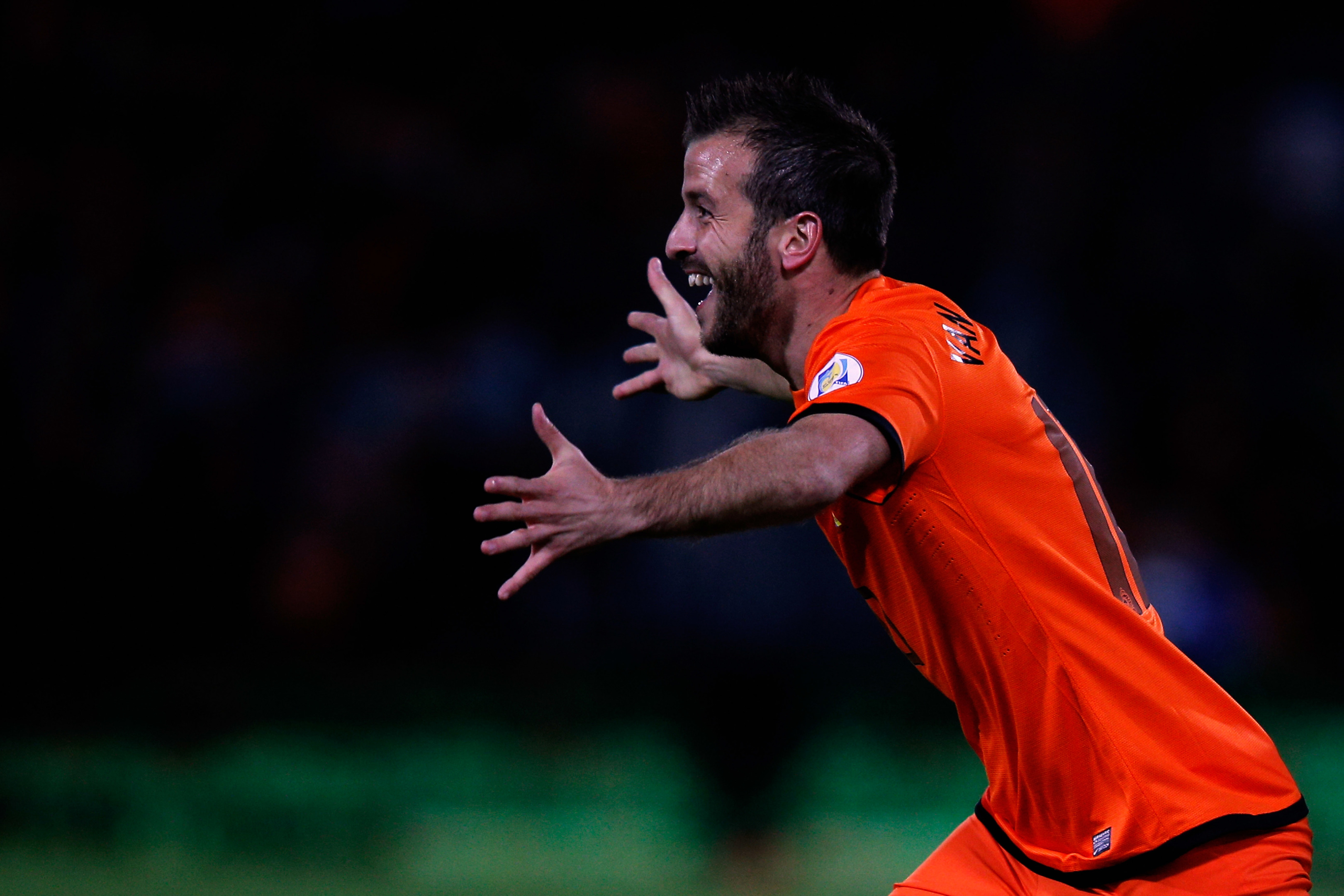 Rafael Van der Vaart in action for the Netherlands (Dean Mouhtaropoulos/Getty Images)