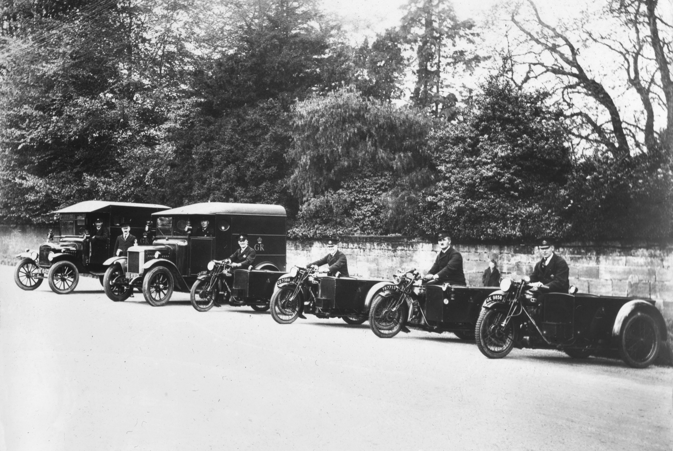 'Horsham Fleet of Motors, 1931' (Royal Mail)
