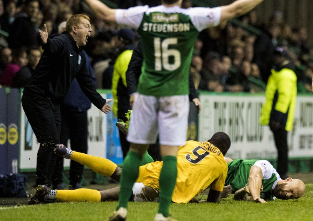 Neil Lennon (L) vents his fury as Hibernian's Jordon Forster (R) lies injured after a tackle by Morton's Kudus Oyenuga (SNS Group)