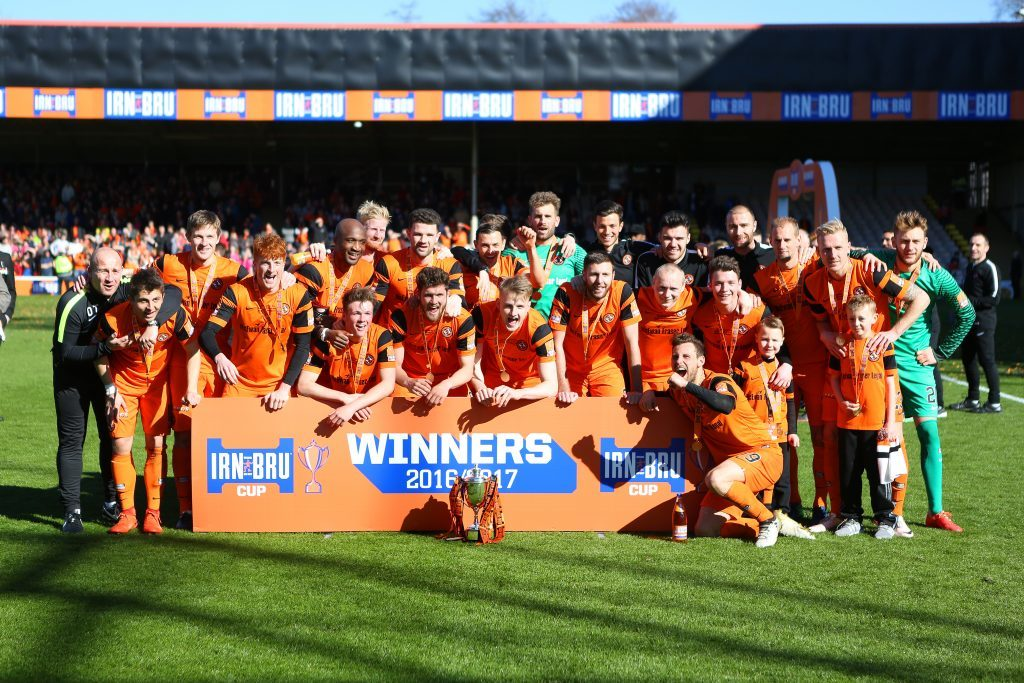 Cup winners' photo (Kris Miller/DC Thomson)
