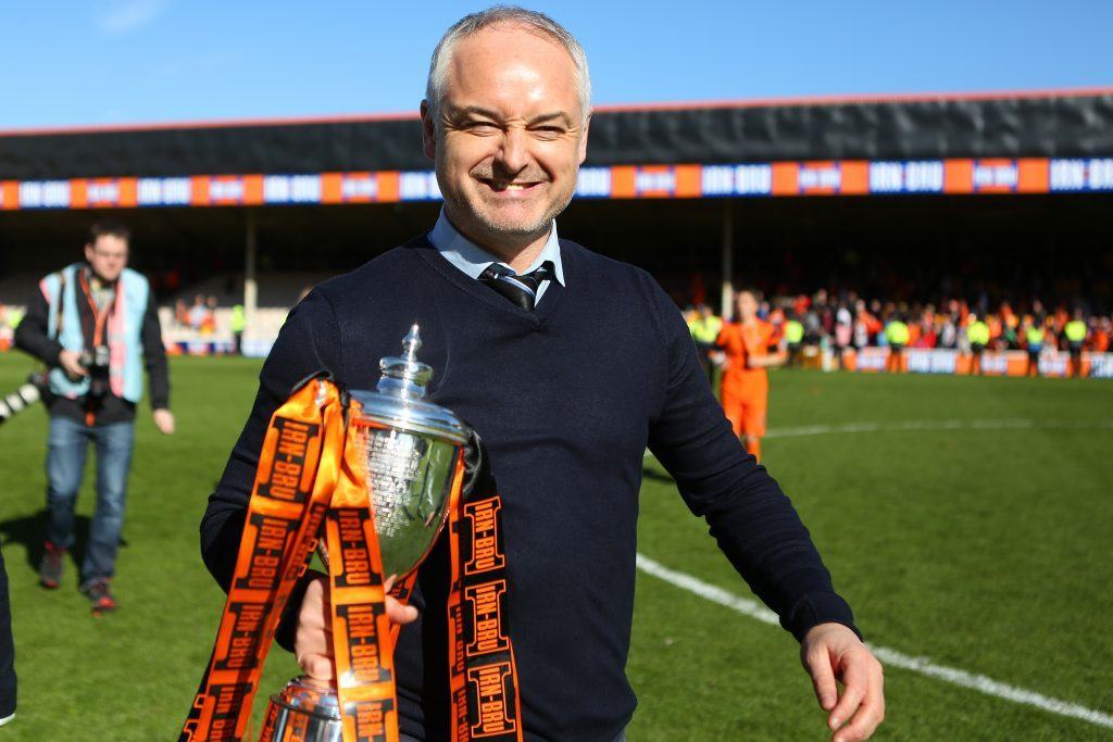 Ray McKinnon with the trophy (Kris Miller/DC Thomson)