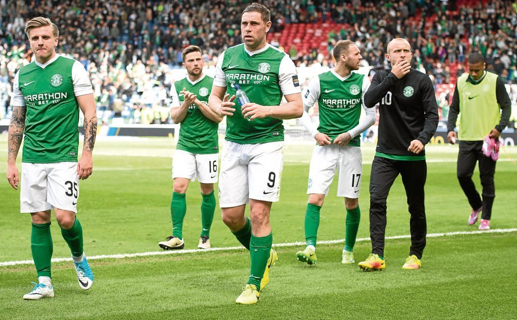 Hibernian's Jason Cummings and Grant Holt at full time (SNS Group)