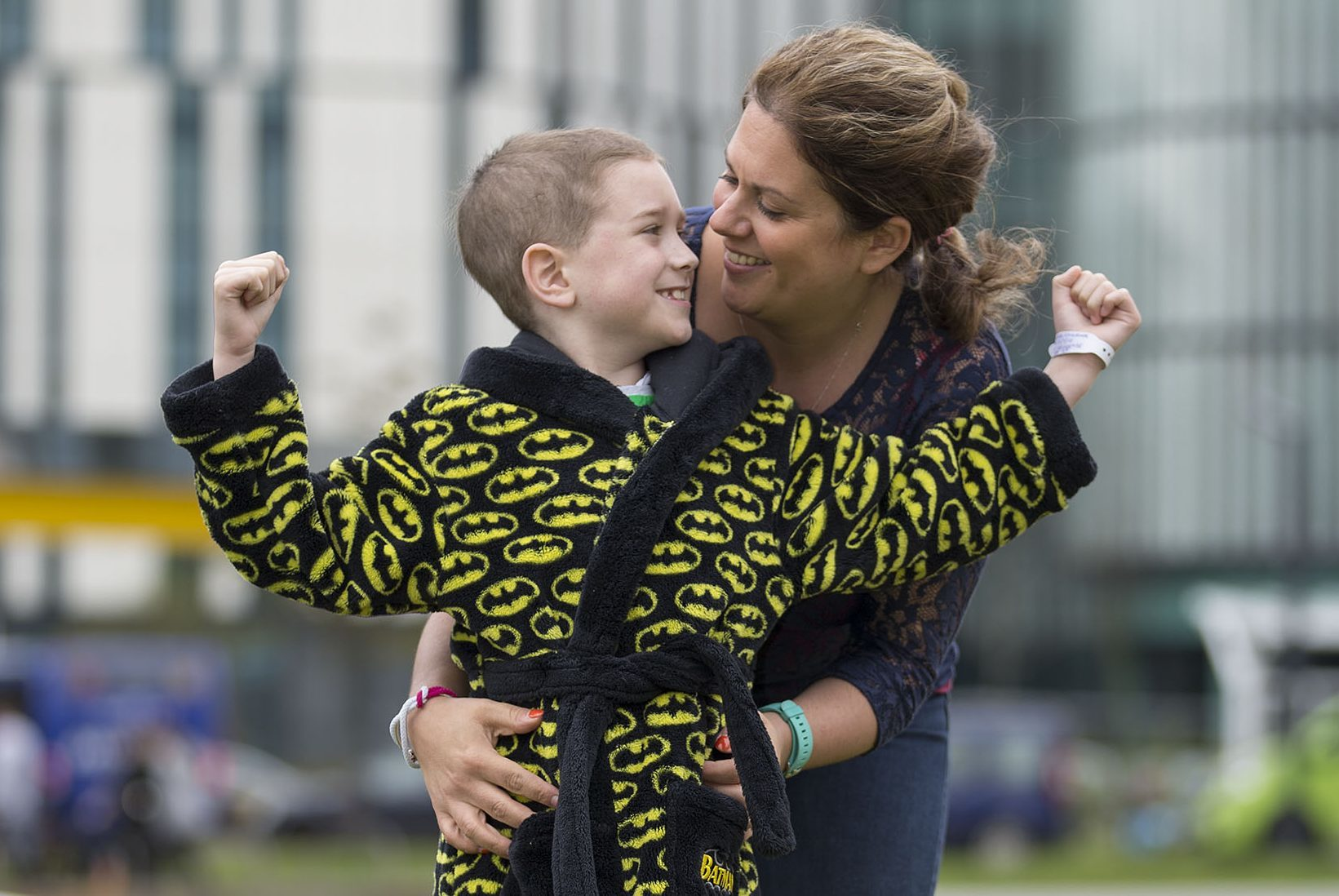 Cancer patient Daniel Gallacher (6) with his mum Alison Gallacher at the Royal Hospital for Children in Glasgow (Mick McGurk)