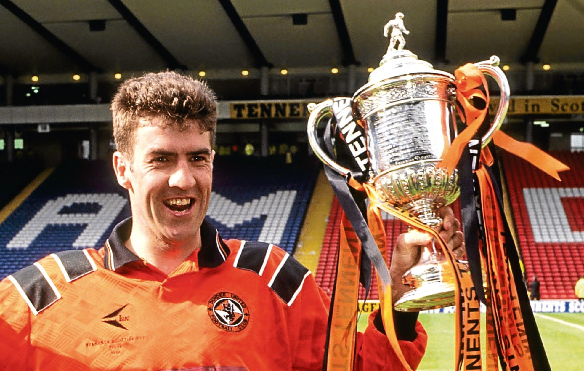 Dundee Utd's matchwinner Craig Brewster with the Scottish Cup in 1994 (SNS Group)