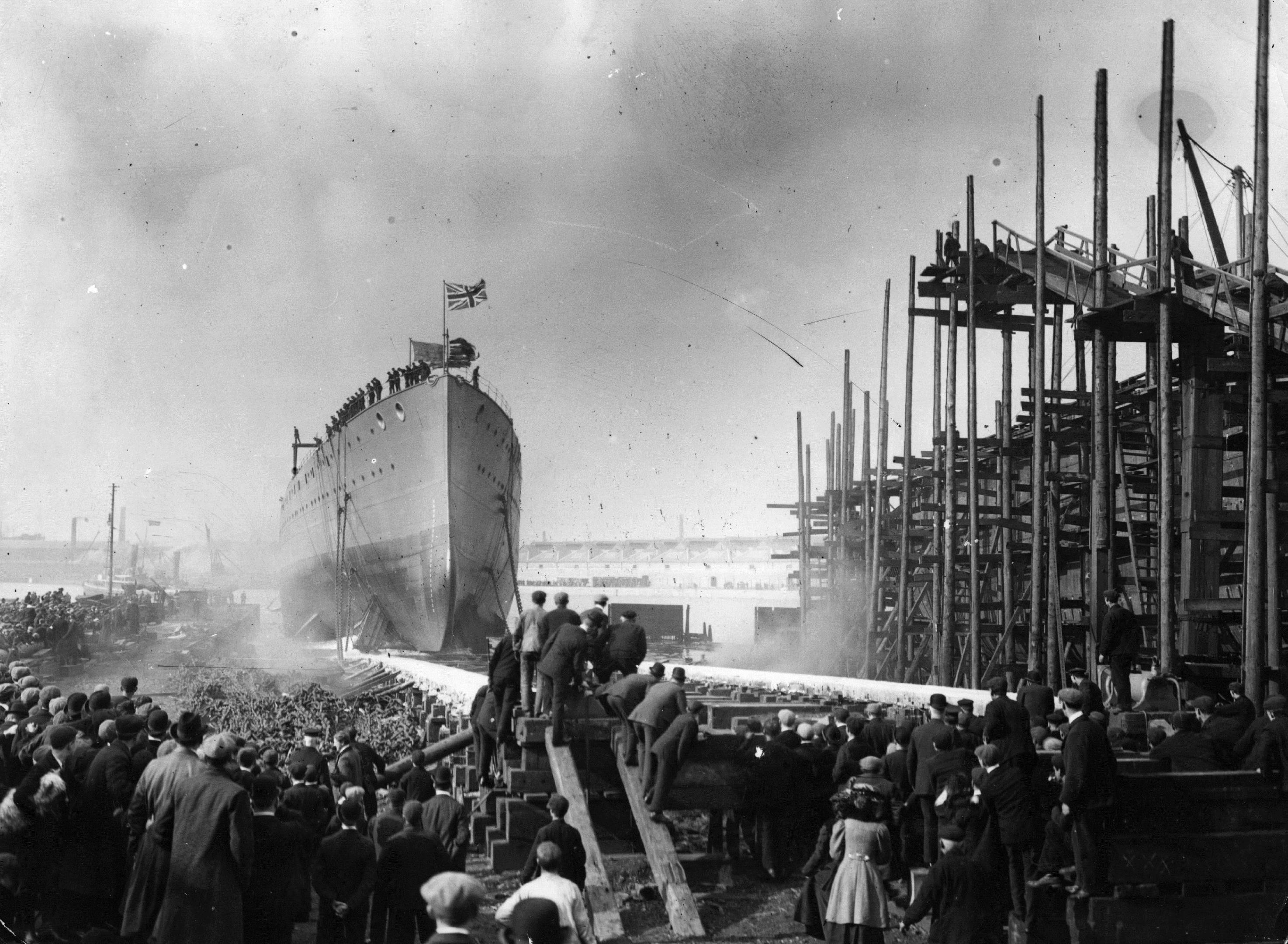The banks of the Clyde were awash with activity a the shipbuilding industry boomed (Getty Images)